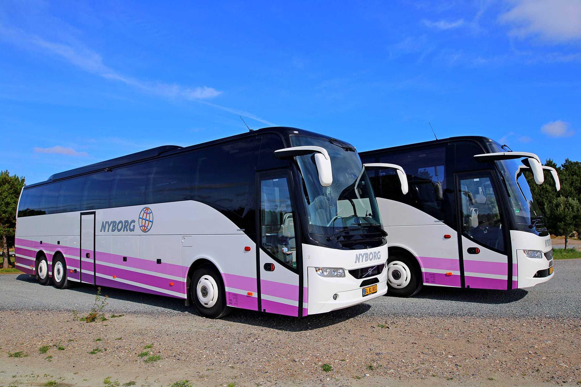 closeup-af-to-busser fra Nyborg Rejser
